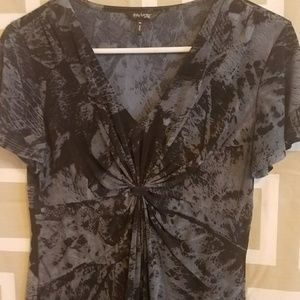 Daisy Fuentes blue top with black print